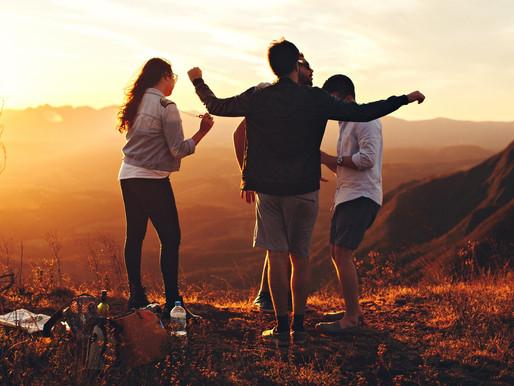 La filosofía de la felicidad que implica estar rodeado de amigos
