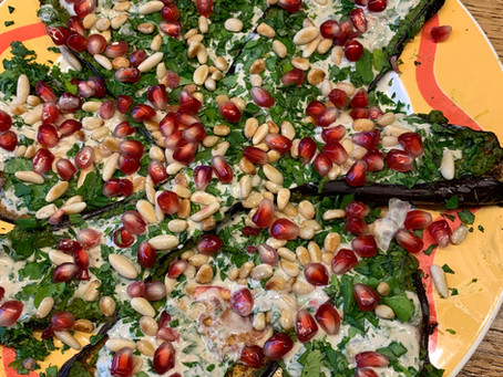 Gegrillte Auberginen mit Kräutern und Orientalischer Gurken-Tomatensalat