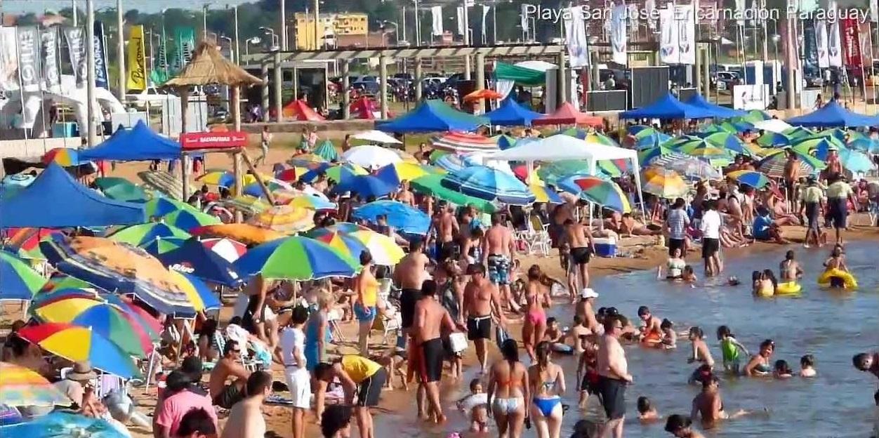 playa-san-jose-encarnacion-turistas-verano-turismo-paraguay-viajes-agencias-de-v