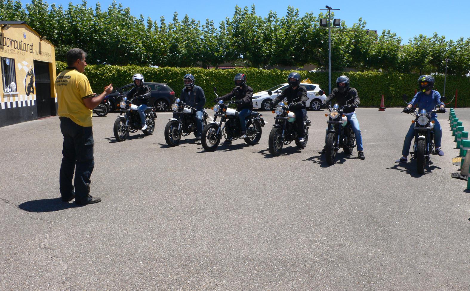 A las motos...