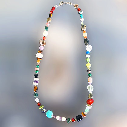 High quality semiprecious stones and pearls necklace