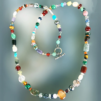 Semiprecious stone and pearl beads necklace