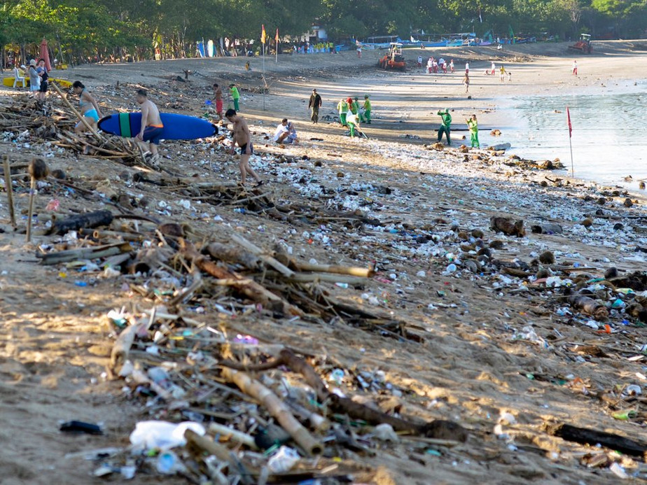 4 of the dirtiest and polluted beaches around the world