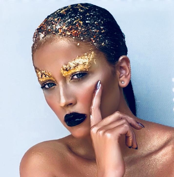 make-up-cu-foita-de-aur.jpg