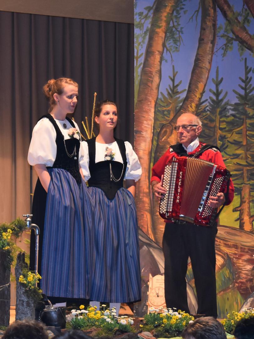 Jodlerduett_Tanja Schäfer-Barbara Allenbach, Begl. Peter Schneider