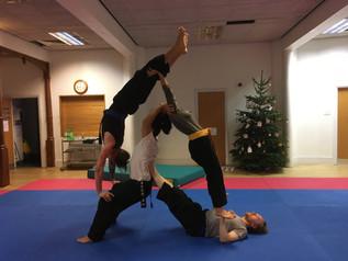 pa-kua_uk_acrobatics_11.jpg