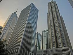 HK_Wan_Chai_灣仔_告士打道_Gloucester_Road_view_China_Resource_Building_n_Causeway_Building_facades_Mar-201