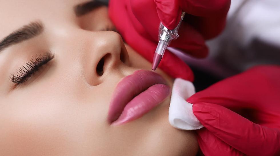 קורס איפור קבוע שפתיים