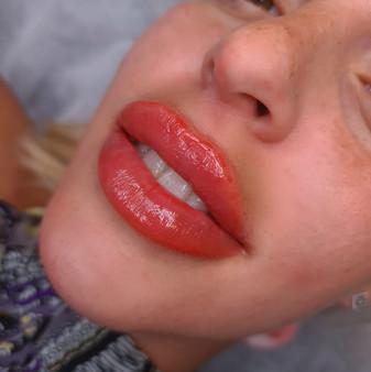 פיגמנט עדין לשפתיים