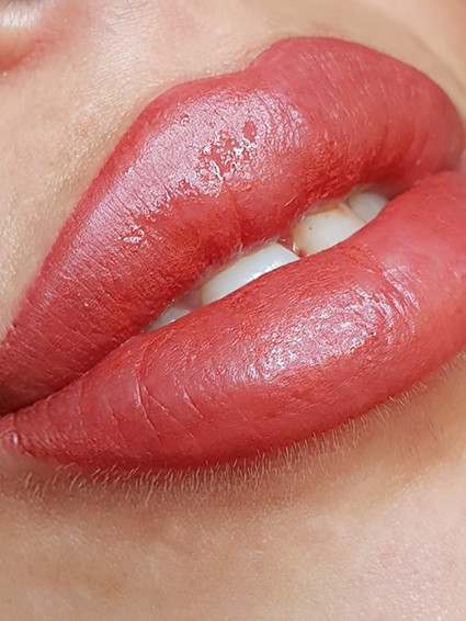 הדגשת שפתיים אולה קגן