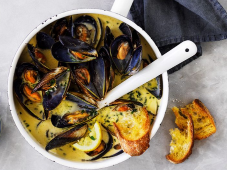 Mussels with a creamy garlic sauce
