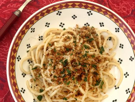 Spaghetti aux anchois & pain persillé