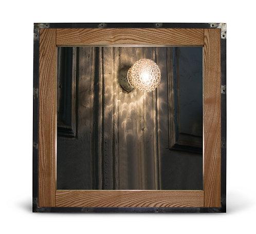 Дизайнерское зеркало в раме из дуба и металла