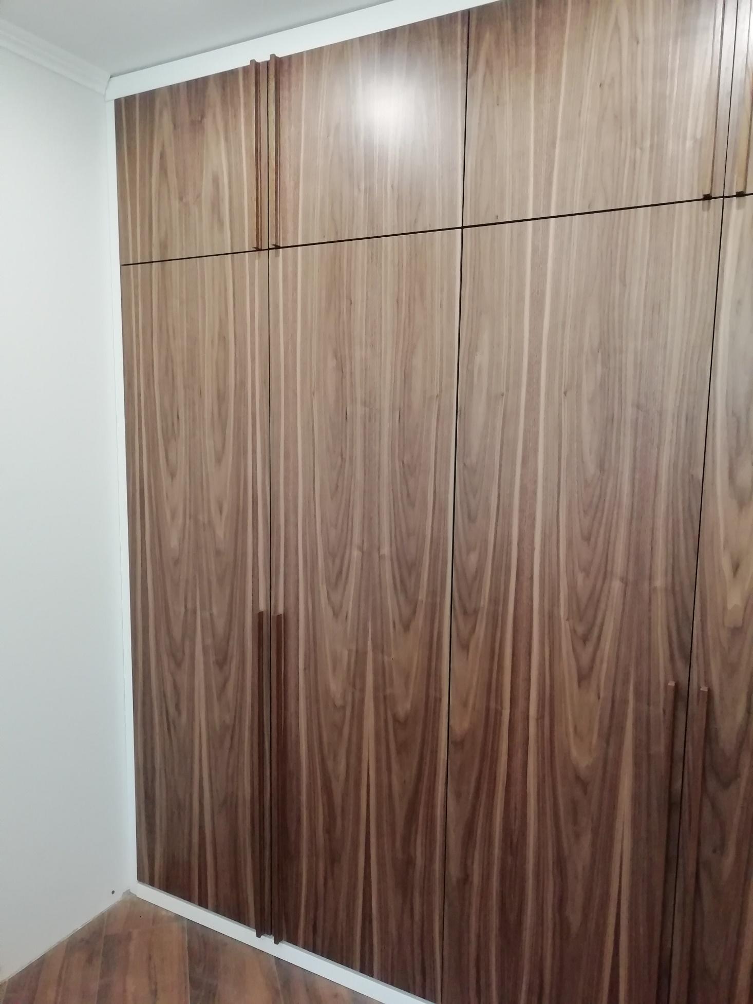 Шкаф в прихожую из МДФ под шпоном