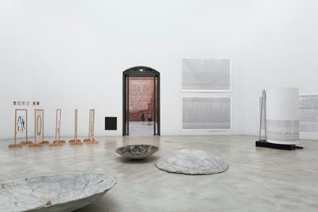"""Ausstellungsansicht """"Diplome 2020"""", Oktogon. Kunsthalle der HfBK Dresden"""