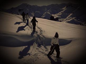 randonnée_en_raquettes_détente_à_Risoul_Vars_Montagne-Liberté_edited.jpg