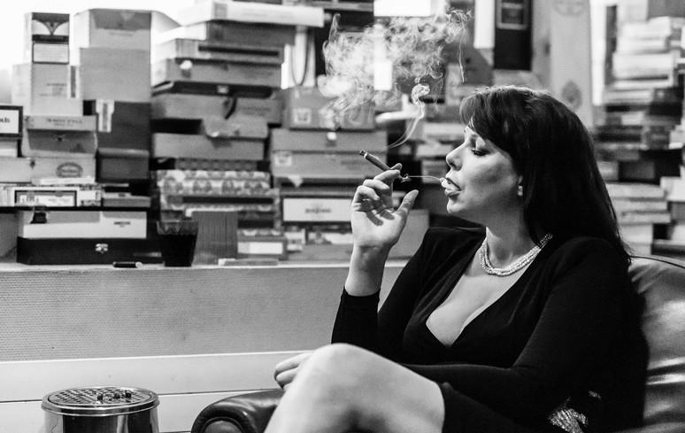 Lena. Coulisses de la prostitution (Geneve) - 2016