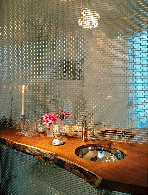 SCM Design Group - Powder room - accent wall