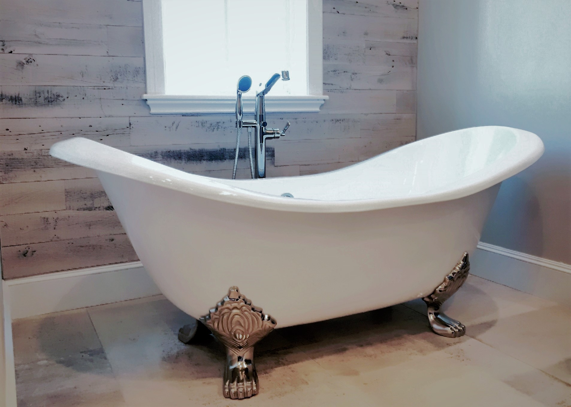 SCM Design Group Claw foot tub