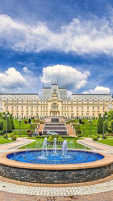 Iasi-Palace-of-Culture-Shutterstock.jpg