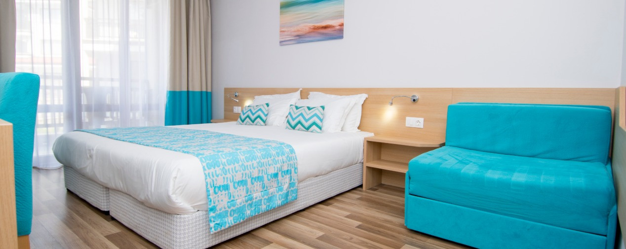 tui-blue-nevis-double-bedroom-rechts.jpg