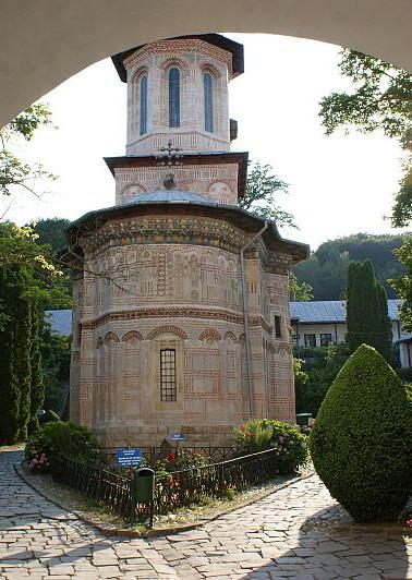 manastirea-dintrun-lemn.jpg