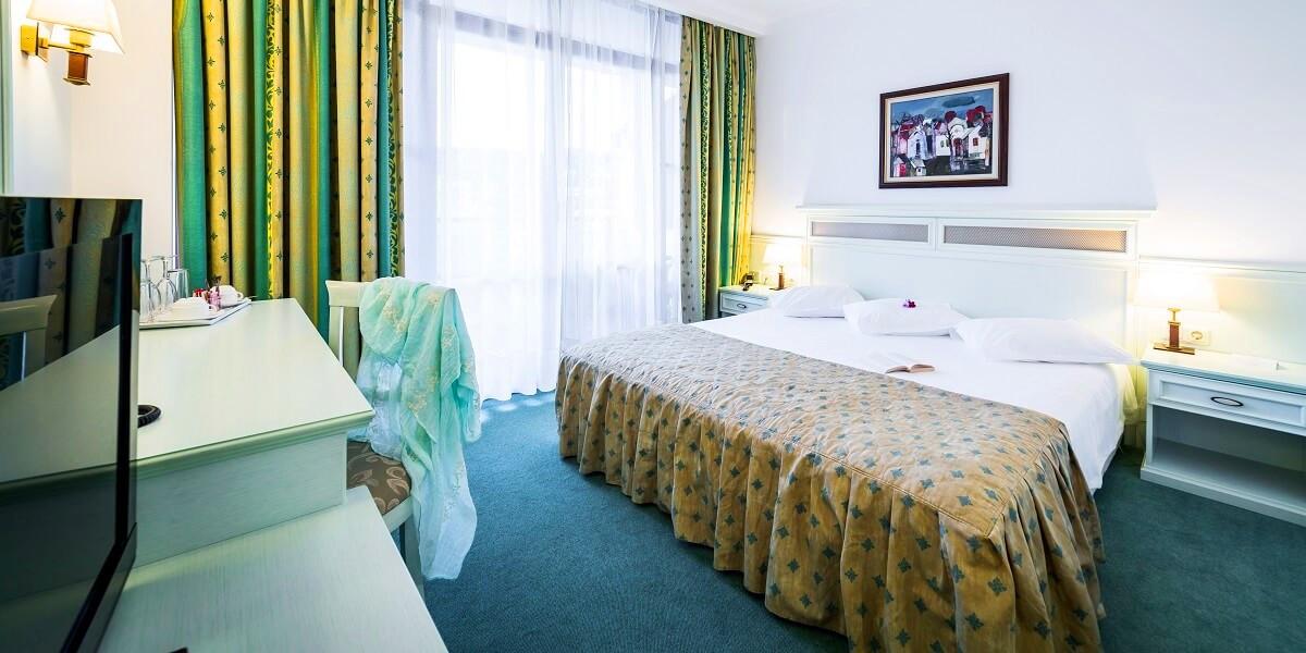 hotel-royal-palace-helena-park-sunny-bea