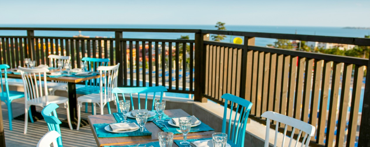 tui-blue-nevis-restaurant-terrasse-meerb