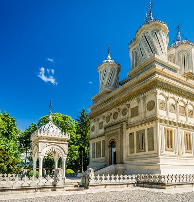 Curtea-de-Arges-monastery-Romania-shutte