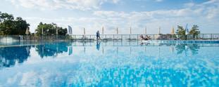 tui-blue-nevis-pool-himmel.jpg
