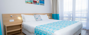 tui-blue-nevis-double-bedroom-fenster.jp