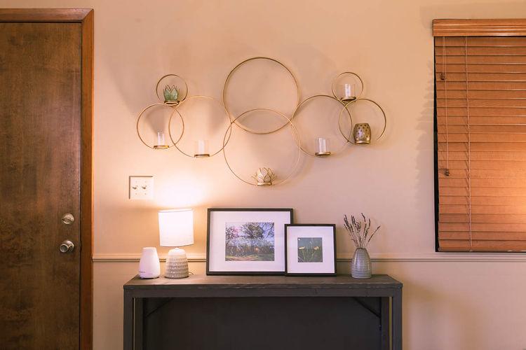 wall-decor-in-fair-oaks-counseling-office