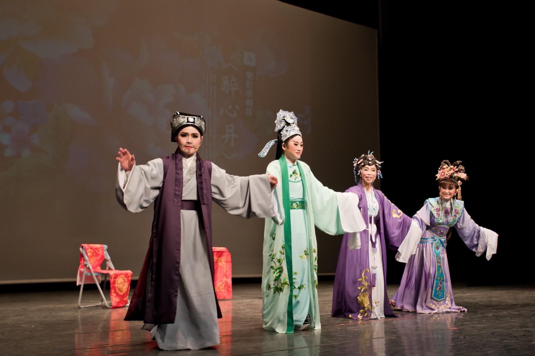 樂齡歌劇隊表演家庭倫理劇「醉心丹」