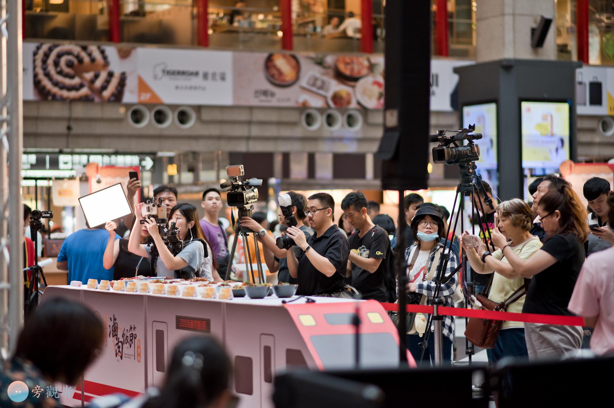 活動現場面對舞台的媒體與拍攝者活動現場面對舞台的媒體與拍攝者