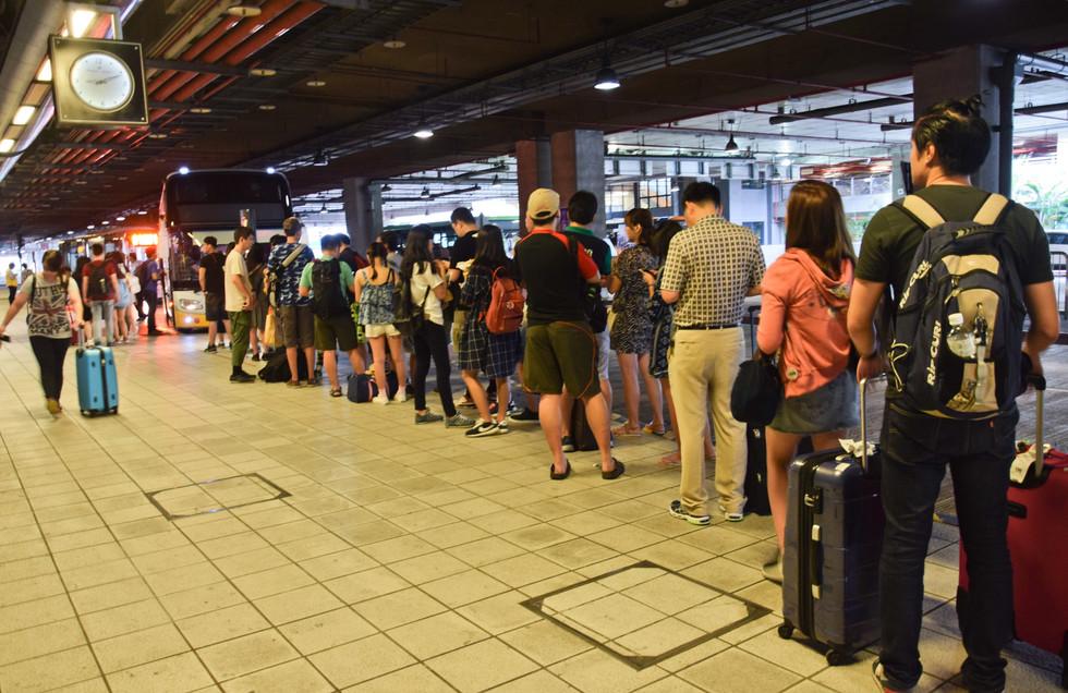 廢氣、聲響、冷熱交替 別再委屈地等待 台中高鐵客運站