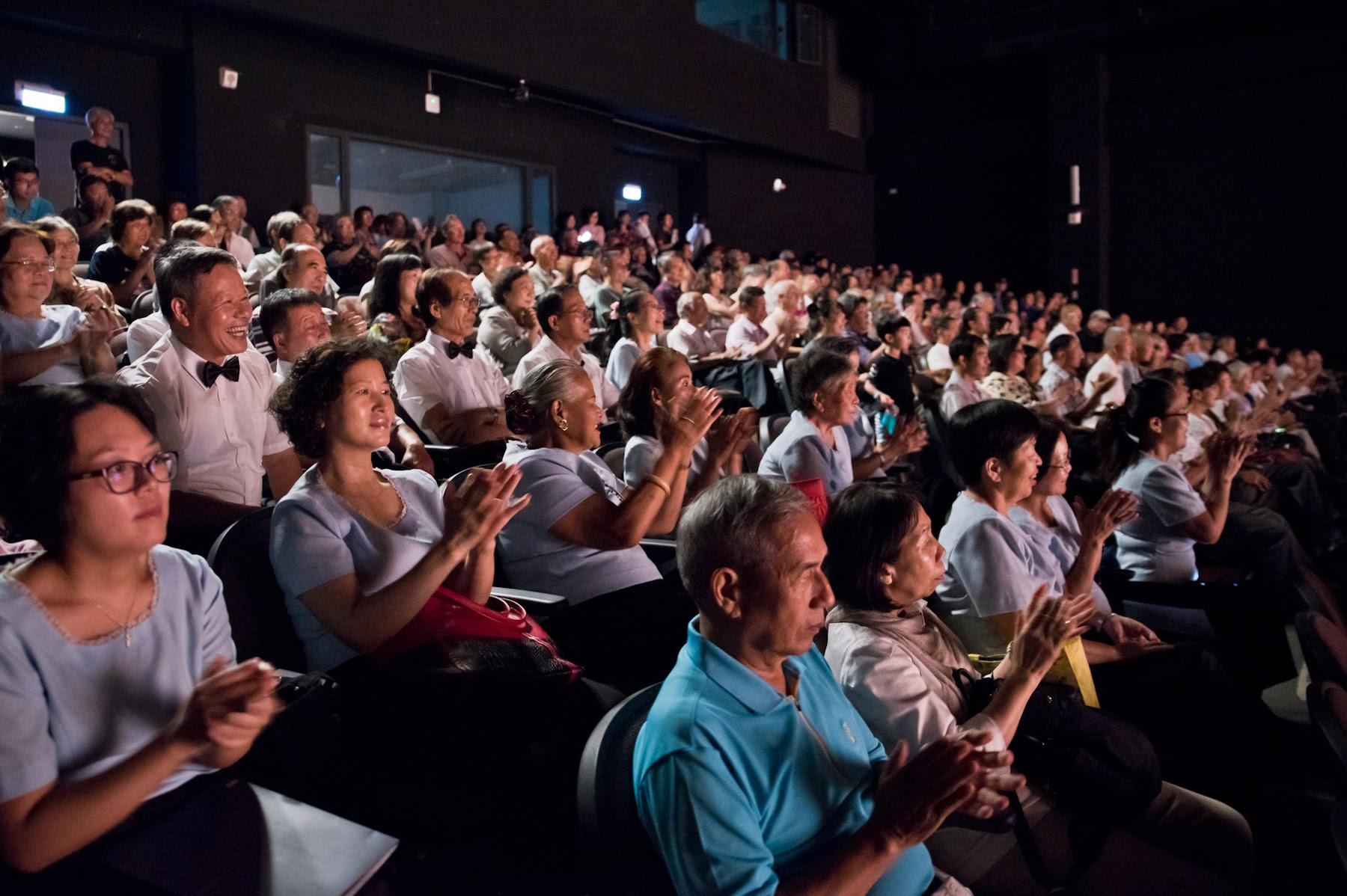 日本聲樂家一鐵久美子演唱完「親愛的爸爸」獲得滿堂彩