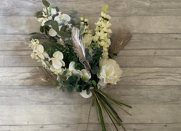 Festive bunch in ivory and pale gold