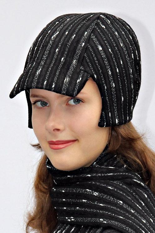 schwarz-weiß gestreifte Schirmkappe