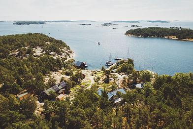Vierasvenesatama suomen saaristossa Brännskär
