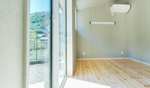無垢材・漆喰・天然塗料を使った、自然派バリアフリーの家。