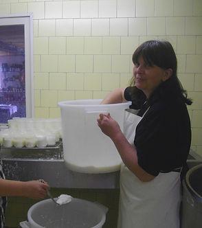 Fabrication fromage de chèvre - Ferme des Sureaux