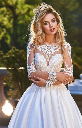 Przepiękne suknie ślubne w naszym salonie VALDI BRIDE #Krakow...