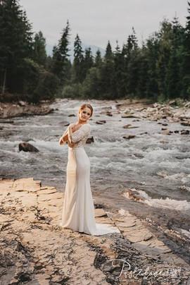 Piękna Pani Klaudia w cudownej i romantycznej sukni z naszego salonu VALDI BRIDE #Kraków 👩❤💋👨.