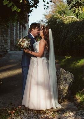 Piękna i zadowolona Pani Justyna w sukni z naszego salonu VALDI BRIDE