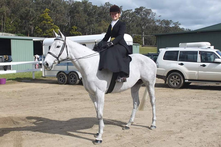 Stacey on her own 'SR Loch Inver' at Pakenham Ag Show.
