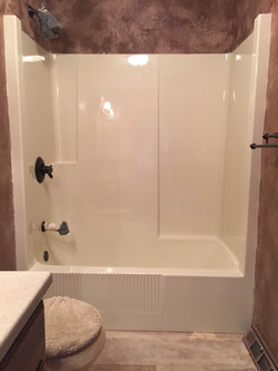 """Tubshower """"after"""" done in white"""