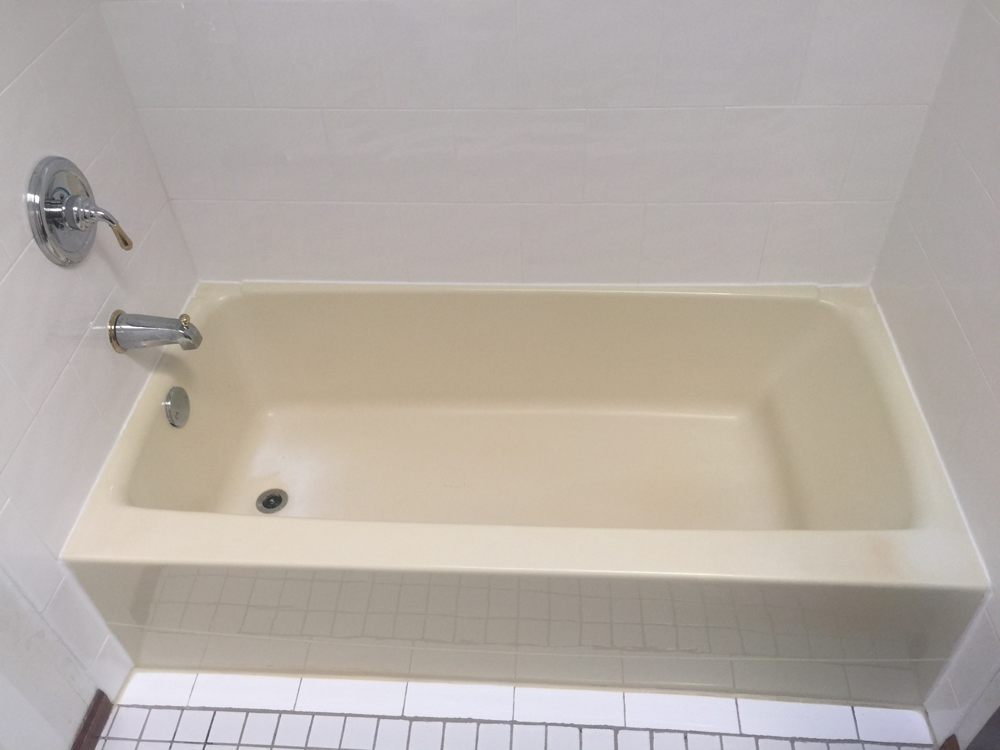 Acrylic tub yellowed with time