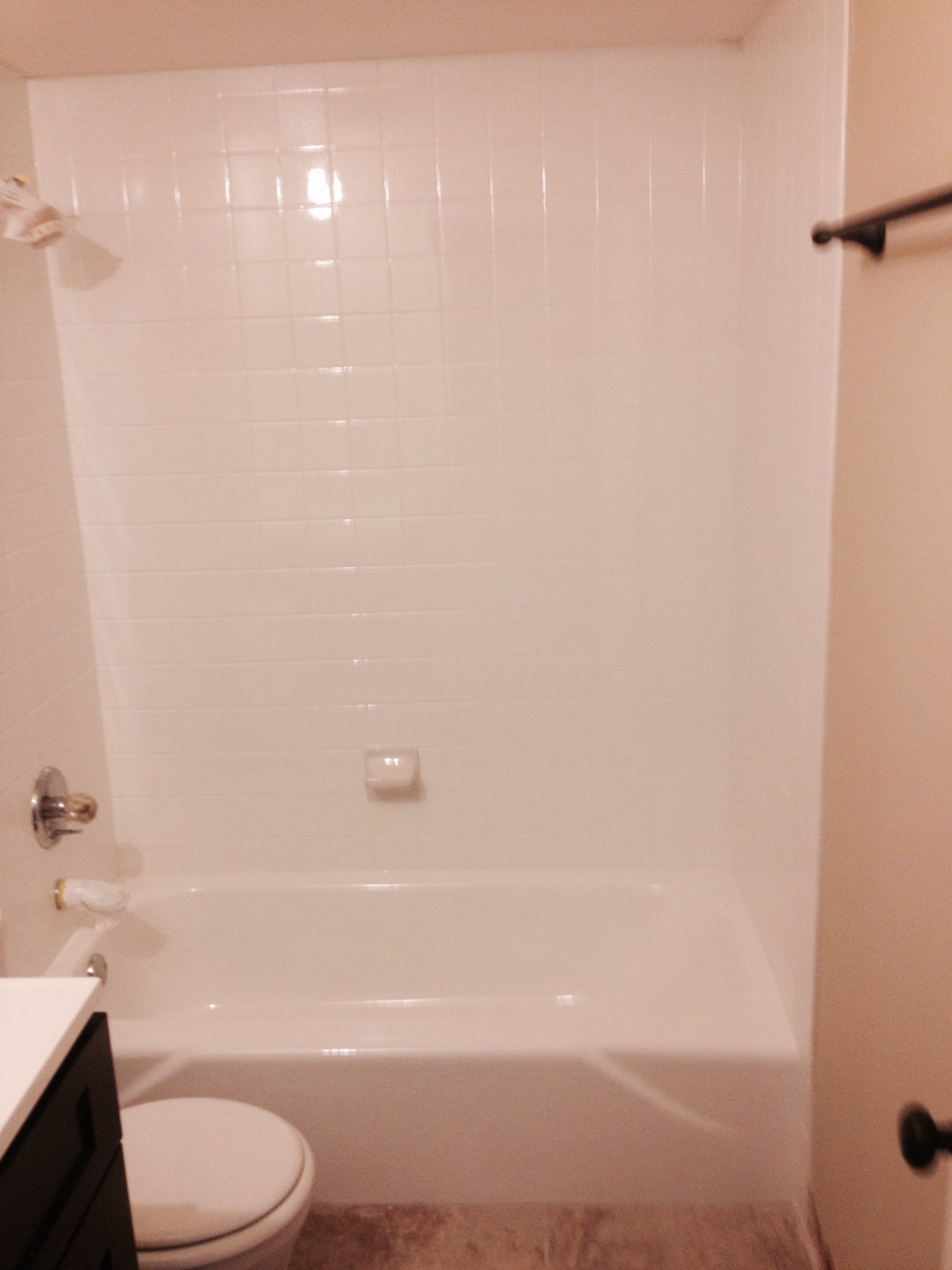 Tub & tile refinished in white