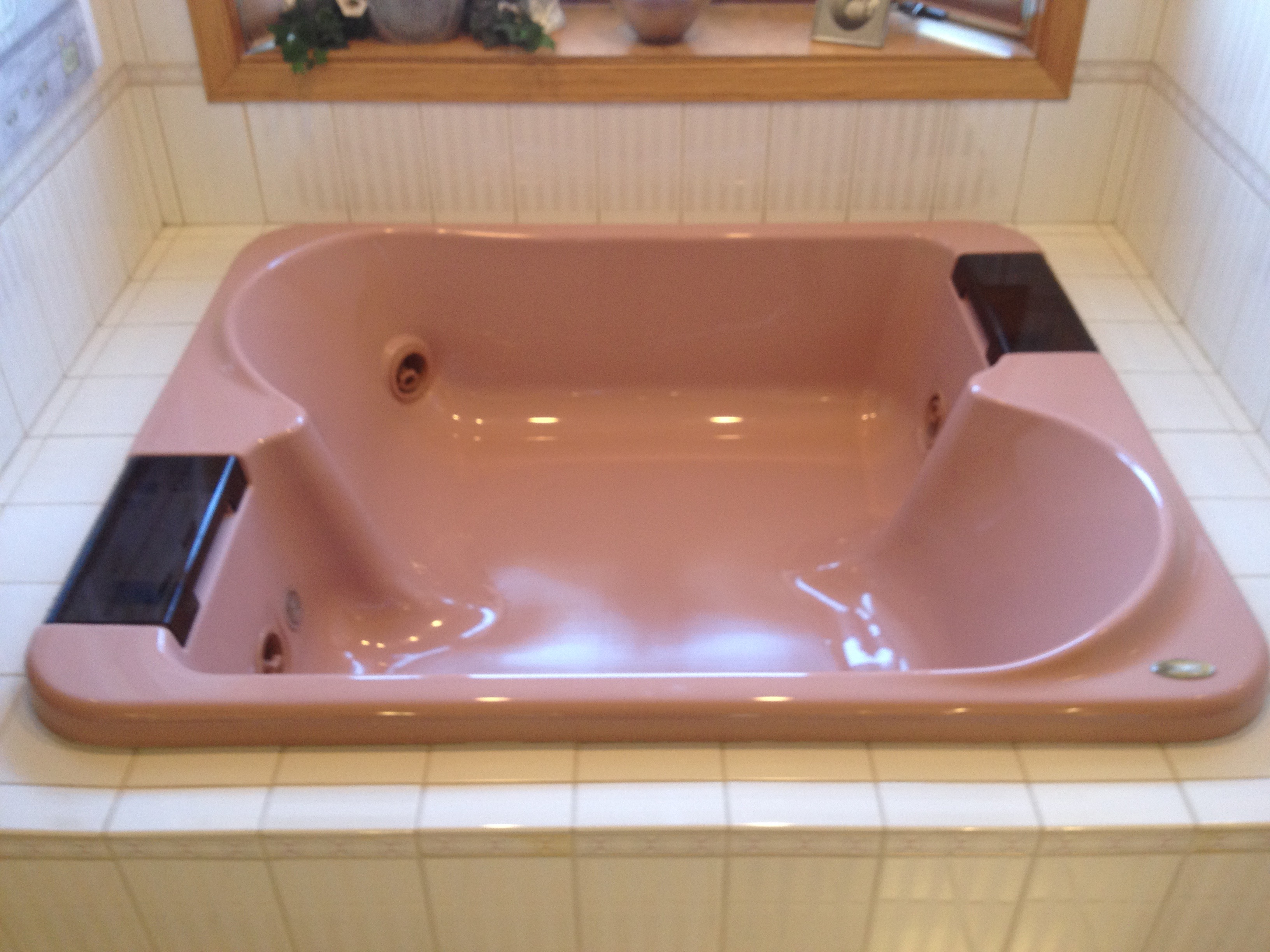 Outdated, rose-colored jacuzzi