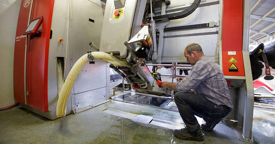 Automation Technician Services Robotic Milking Machine